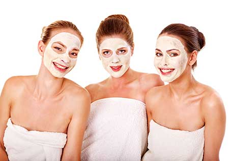 3 girls at a beauty salon pamper party