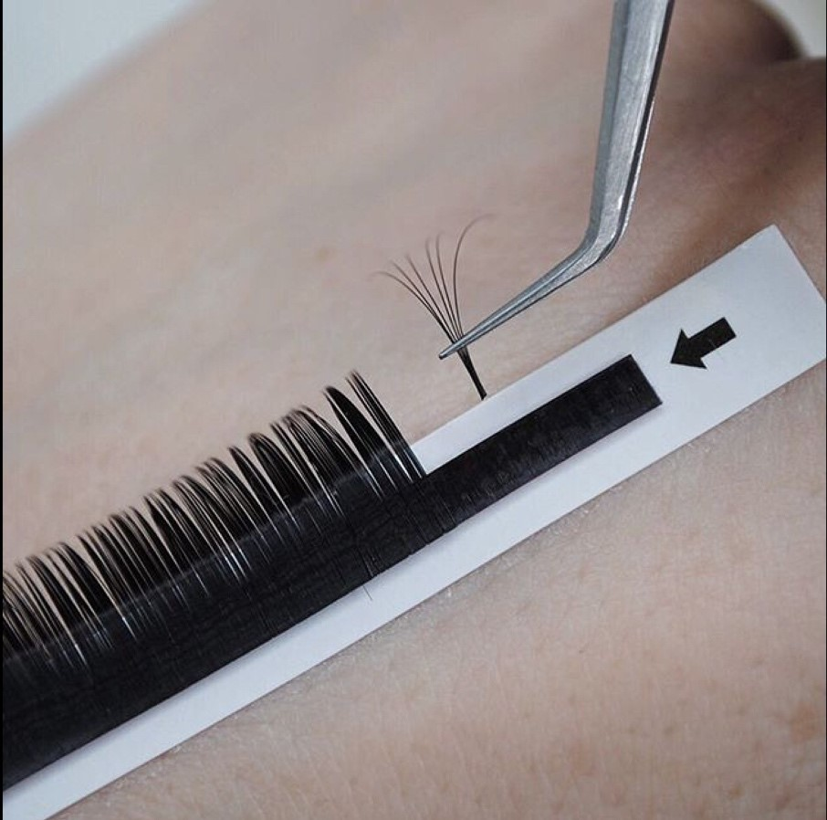 Russian Lashes application
